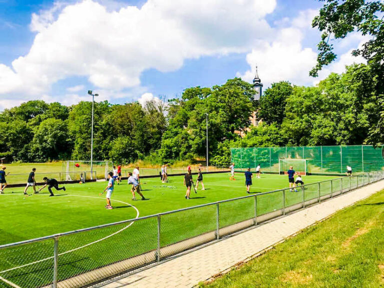 Jolly Hockey Sticks! – Training auf dem Allwetterplatz